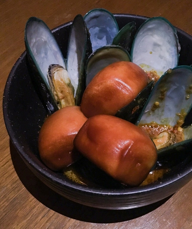 Curry Mussels with Mantous