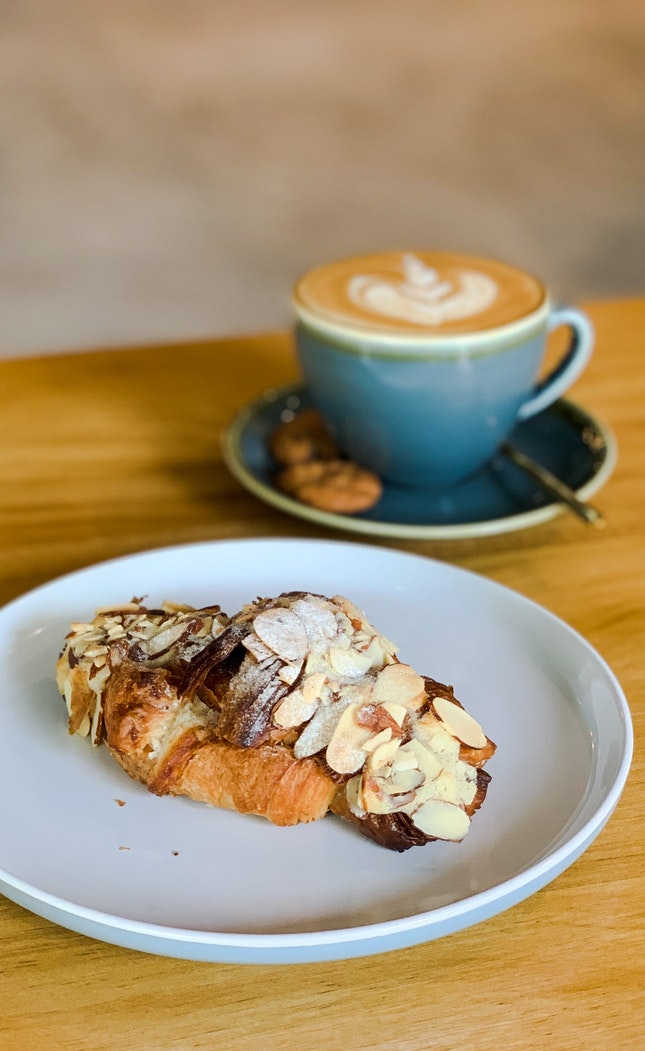 Almond Croissant, White