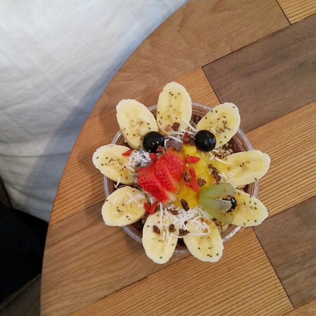 {Acai bowl} Beneath this very pretty bowl of fruits is a power food called acai!