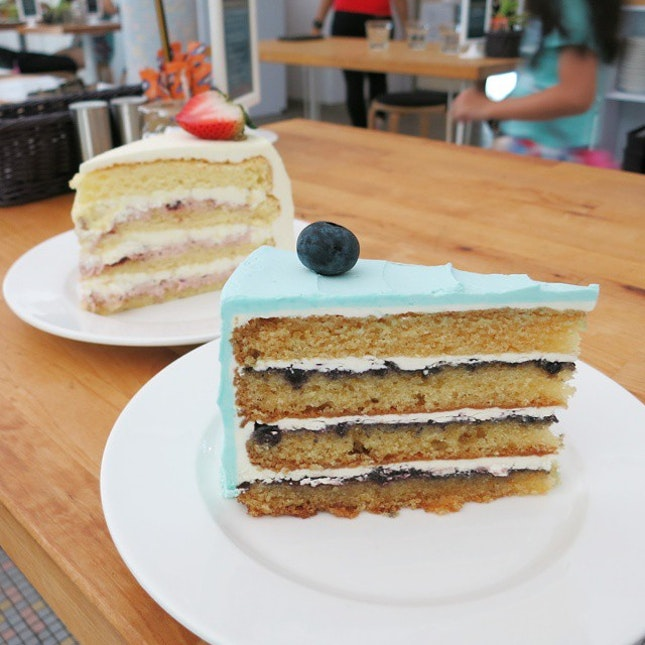 Mid-week day dreaming of these pretty and oh-so-delicious cakes!