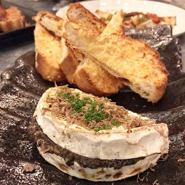 You haven't been to @tessbarsg if you haven't tried their Baked Camembert stuffed with Minced Forest Mushrooms, topped with White Truffle Oil.