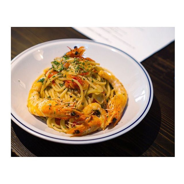 Gamberi aglio olio ($18)- smacked with generous pressed garlics, olive oil, tomatoes, asparagus, this is delectable and flavourful.