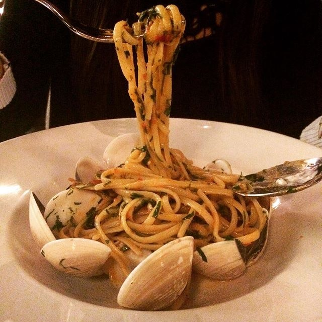 Linguine with clams, pancetta & spicy chilies ($29)