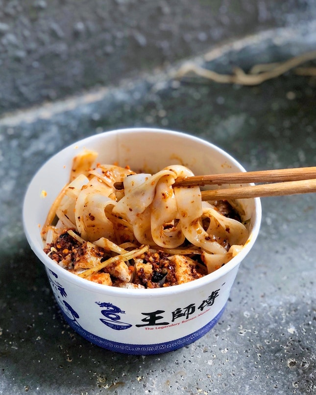 Cold Noodle with Spicy Sauce & Garlic 红油蒜蓉凉皮 [$4]