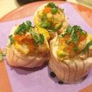 Salmon Aburi Mentai Roll from @ichibansushi.sg - so shiokkkkkk 😋 Luscious slices of salmon torched to perfection.
