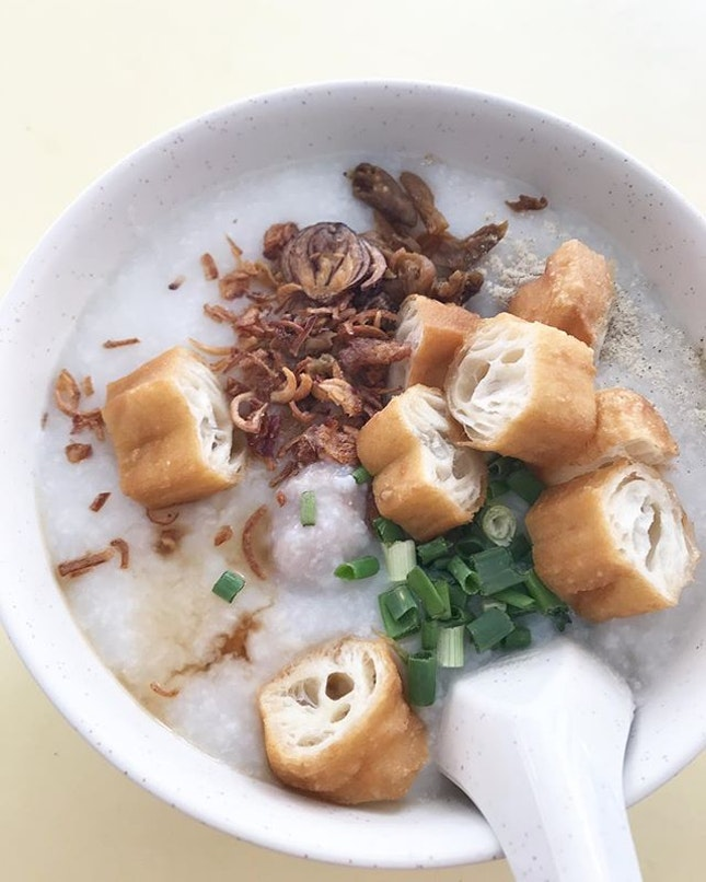 The only porridge stall at Blk 44 Holland Drive so thank goodness their porridge is delicious.