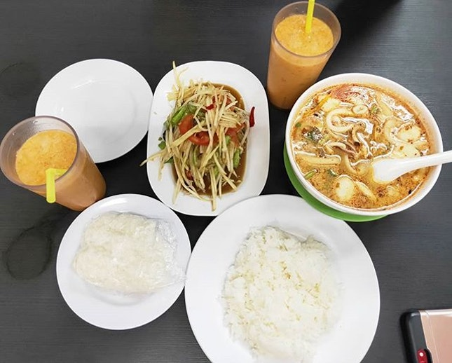 Thai food in my tummy 😋 Tried to order glutinous rice like the locals but it doesn't absorb as much soup as regular steamed rice.
