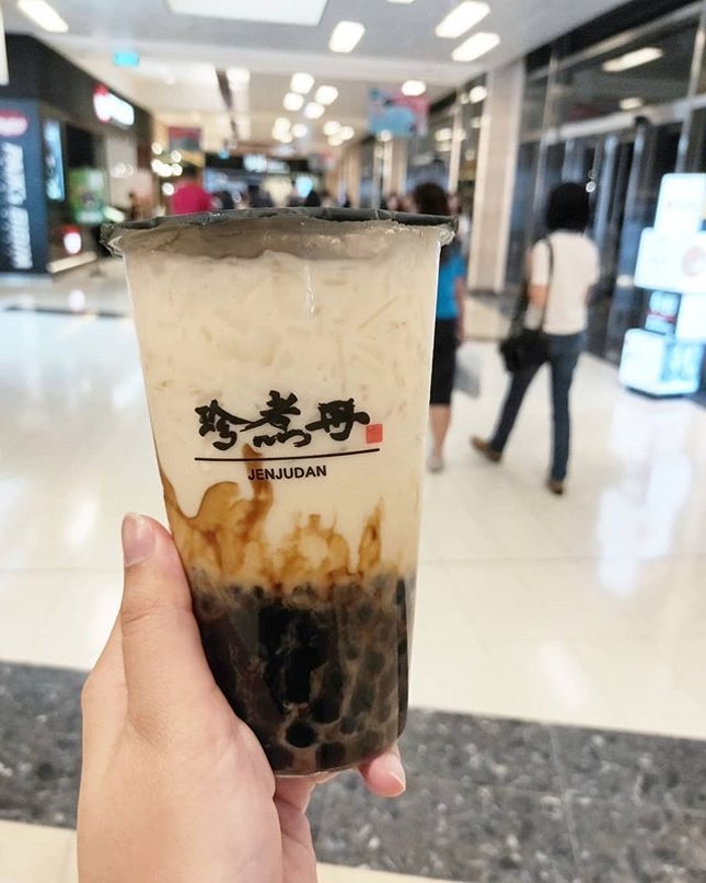 My favourite brown sugar pearl milk tea brand is @jenjudansg for sure.