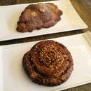 🍴 Early morning breakfast at #breadandhearth ~ caramel roll and almond croissant!