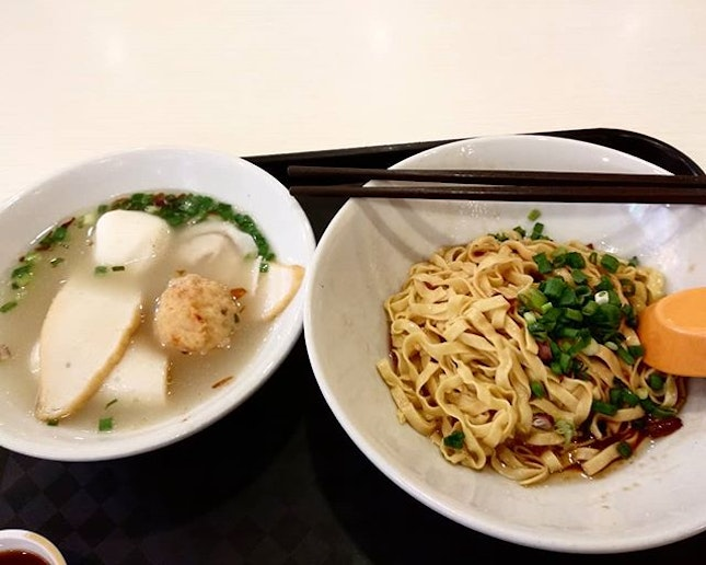 Because it was still raining, so had to settle my meal at #kallangwavemall itself instead of heading back to old airport hawker.