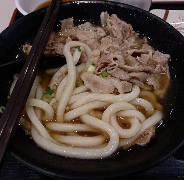 Maru ten udon's pork udon ($7.90 nett for the small portion) was slightly saltier than the usual regular kake udon soup that I always order #burpple #burpplesg #marutenudon