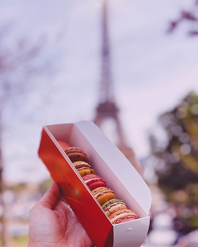If only having these macarons at the park overlooking the Eiffel Tower could be our favourite pastime.