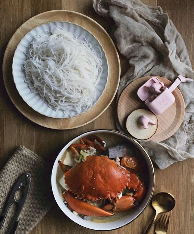 Some pampering time today with my favourite Claypot Crab Beehoon from the tzechar stall which i frequent.