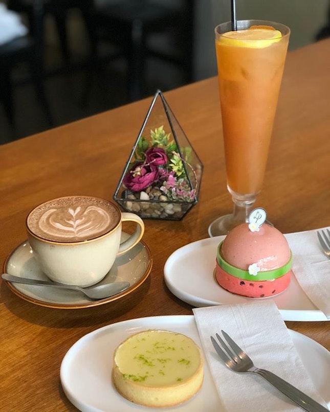 Iced tea, yuzu lemon tart, catley and mocha.