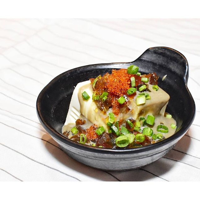 Kudos to the one who invented century egg but to the one who created Pitan tofu, you are a genius la!