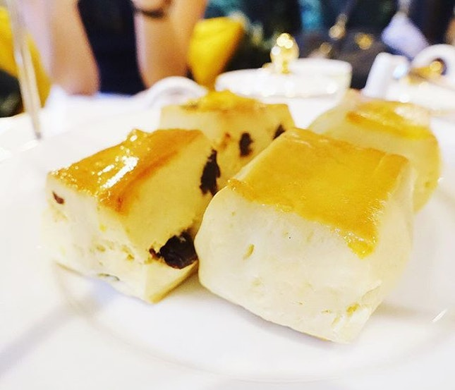 Woke up thinking about one of my favorite scones from the revamped @regentsingapore Tea Lounge.