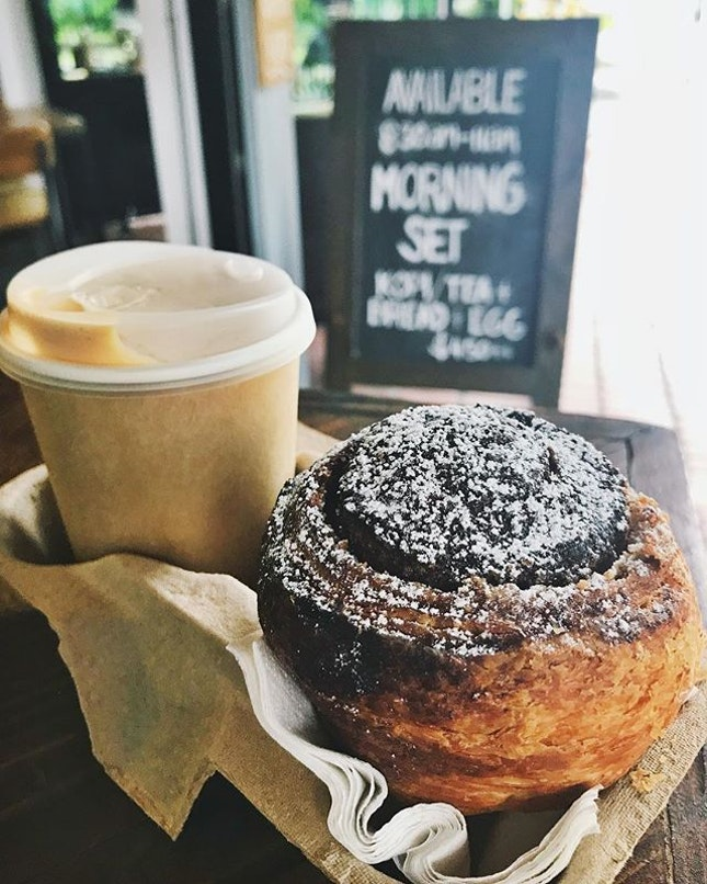 #FRIYAY Was craving the almond-cinnamon morning roll from @firebakesg but a fellow roll-monster grabbed all the rolls possible and there were none left for me!