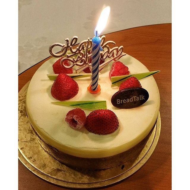 happy birthday cheese cake from breadtalk sg 280987
