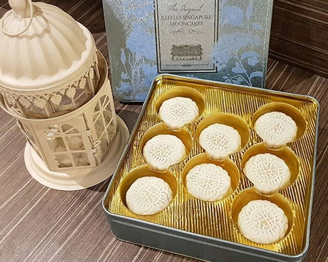My All-time Favourite Raffles Hotel Champagne Truffle Mooncakes (香槟巧克力冰皮月饼) Box of 8 pieces cost $76.00 Nett.