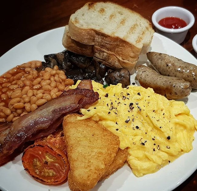 Jones  traditional  English breakfast  with  eggs  on  sourdough toast, English  pork sausages, bacon,  sautéed mixed mushrooms,  slow-roasted  tomato,  sauteed  baby spinach, baked beans and hash  brown  S$28 It was pretty big portion haha Feel it is even enough for 2 persons.