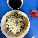Overwhelmed by the loaded amount of Bean Sprouts that covers my bowl of duck noodles.
