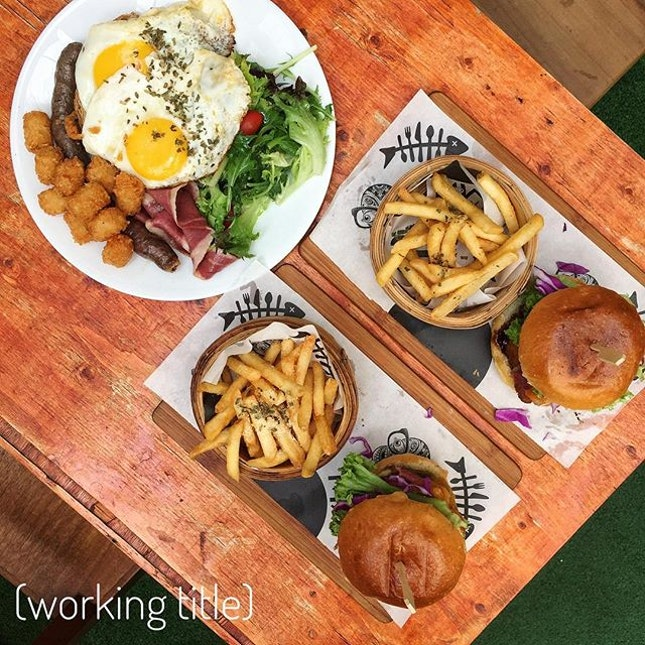 First cafe hopping session for the beautiful year of 2017 at the Halal certified 'burger bar' @workingtitlesg.