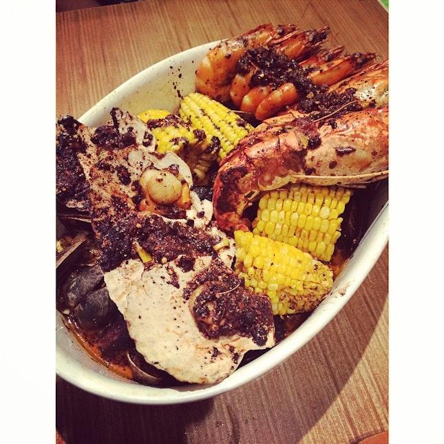 #caribbean #platters #scallops #mussels #clams #bigheadPrawns #prawns #seafood #corn #seafood #foodie #foodporn