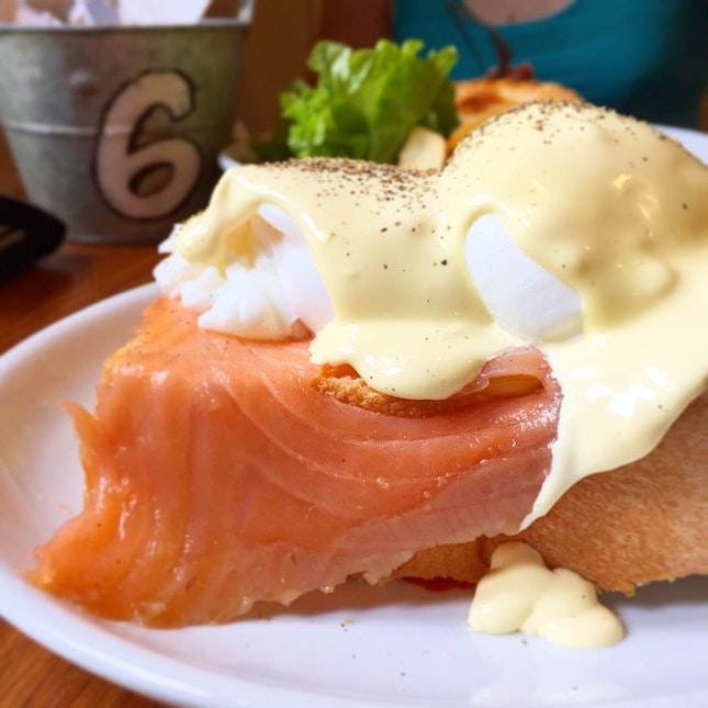 Poached eggs with smoked salmon on thick toast at Group Therapy Café!