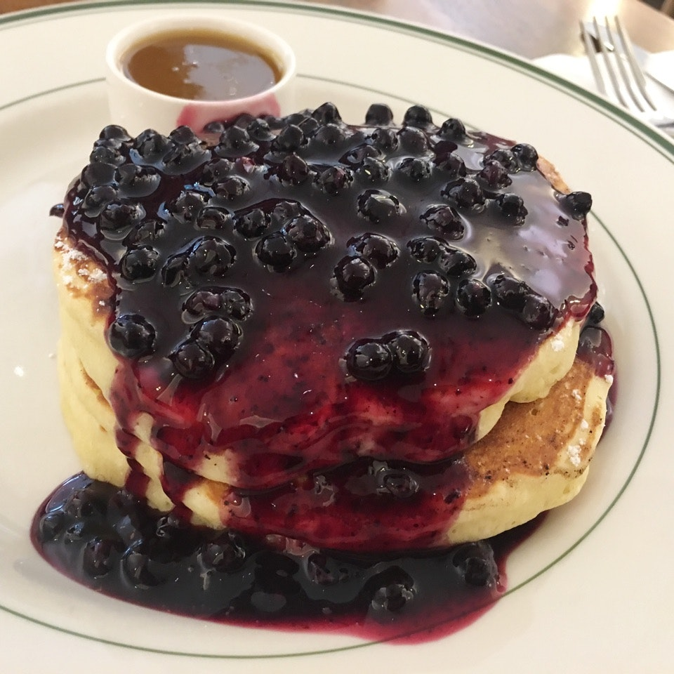 Pancakes with Warm Maple Butter (Blueberries)