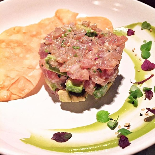 Of the two raw fish appetisers that we had, the wasabi tuna tartare was the one I preferred.