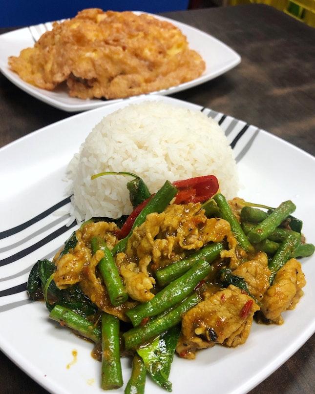 Kao Pad Prik Gaeng Gai (Price: $6)