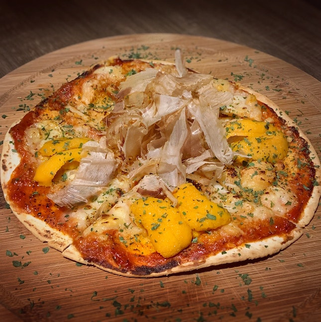 The Uni Pizza (Price: $28.80++, extra uni available for $20++)