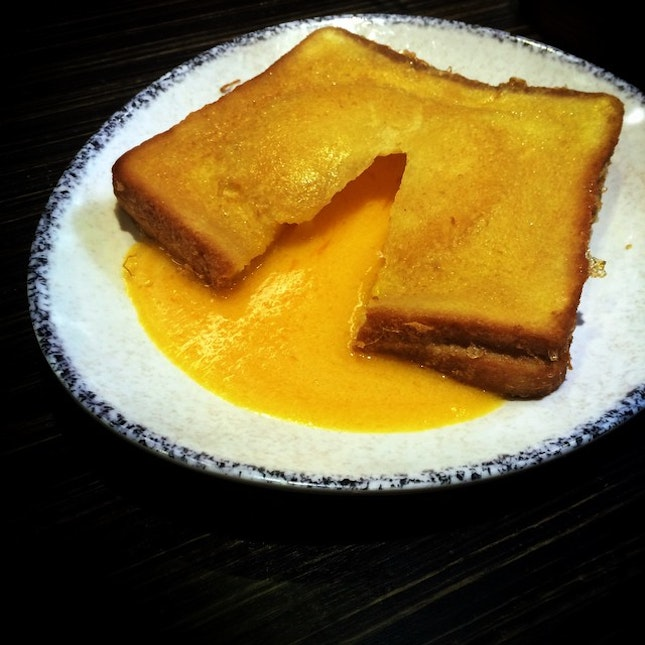 Finally I'm here at 周記點心茶餐厅trying their super innovative french toast with a twist to it.