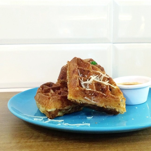 Finally I'm back here again for my favorite truffle mac & cheese waffle ($12.50) here at Montana Brew Bar.
