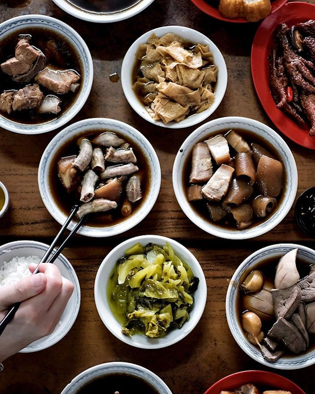 I may not have a figure of a 'bak kut' but I like to 'teh', especially when I'm having the craving hits for these bowls from a hideout across the causeway - so near yet so far away.