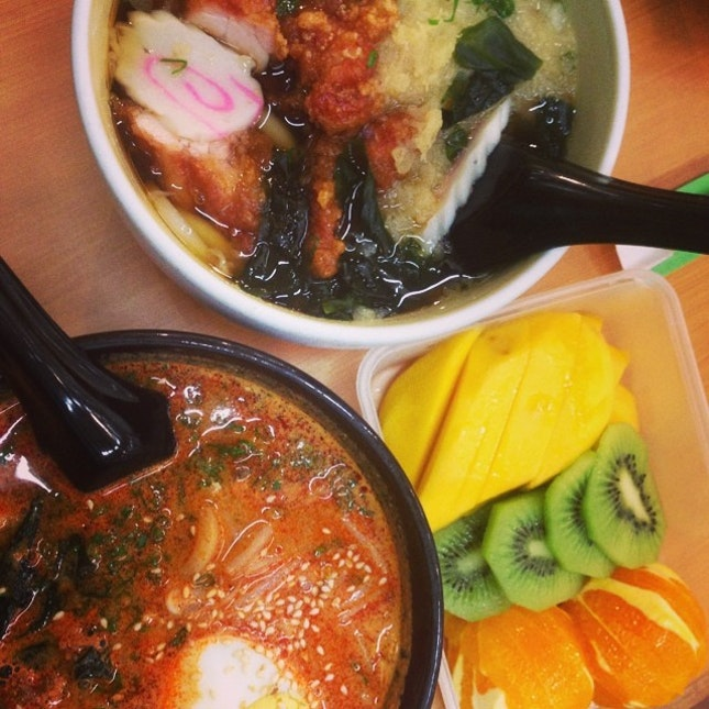 #lunch #japanese #udon #karagae  #udon #kiwi #mango #orange as #dessert 🍊🍜