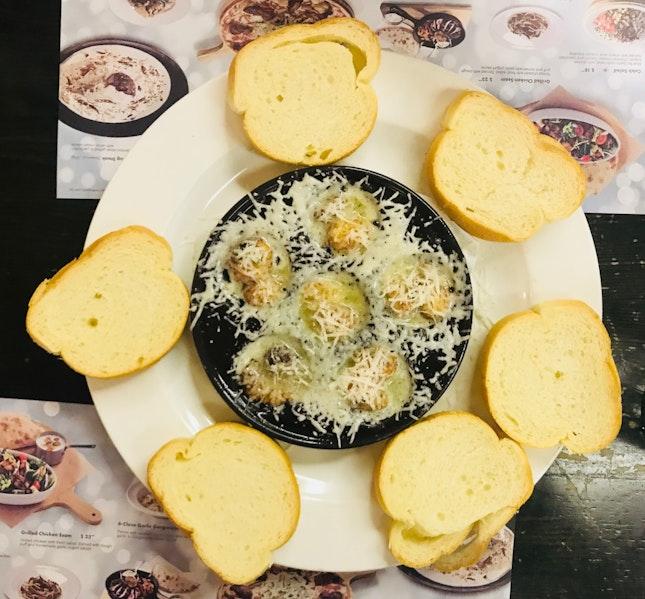 Garlic-Themed Italian Restaurant From Korea