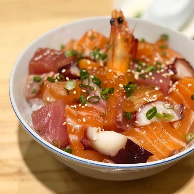For Hearty Chirashi Bowls and More