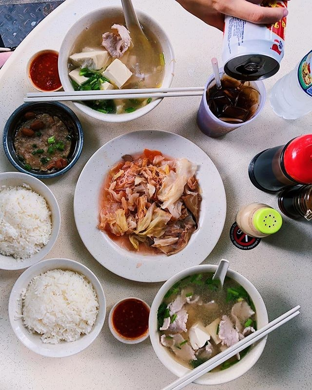 [Cheng Mun Chee Kee] •• Warm pork organ soup on a cooling day.