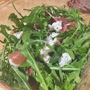 #burpple | Impromptu picnic of sorts @pasarbella with #burratacheese #serranoham and rocket salad.