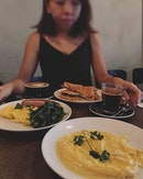 #burpple | morning trippin' to @ronin.cafe for their delish creamy #scrambledeggs and #porksausage 😋😋😋