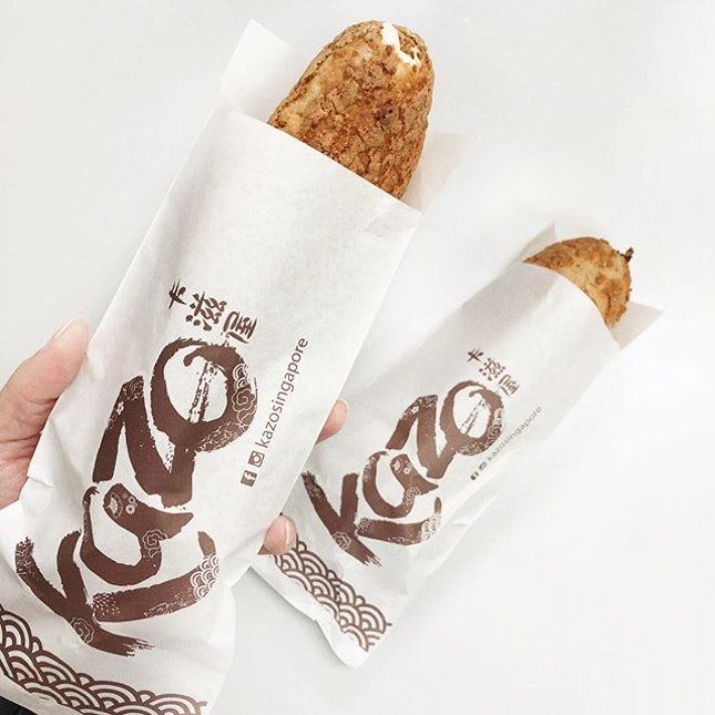 Let's have some Kazu Kazu from @kazosingapore My vote goes to the Hokkaido Cream filling 😁 - - - - - - - - - - - - - - - - - - - - - ➡️➡️ SWIPE FOR MORE ➡️➡️ - - - - - - - - - - - - - - - - - - - - - 1️⃣ Hokkiaido Cream and Chocolate Kazu Kazu 2️⃣ Kazoman's Organic Soya Bean and Matcha Latte - does the unique bottle gives you more reason to consume it 😝 .