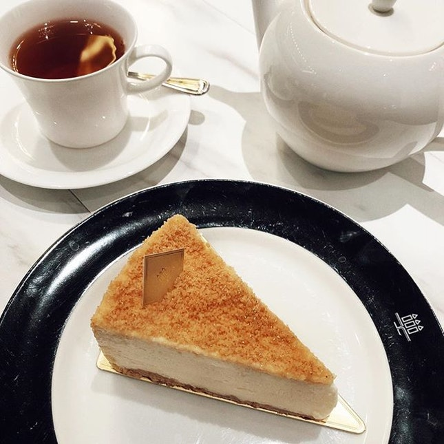 Cakes and Tea are the best combi Delicious slice of @henricharpentiersg Double Cheesecake .
