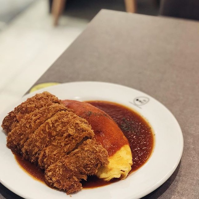 @omusg for their Tomato sauce Omurice with Chicken Cutlet Surprisingly big portion of chicken cutlet which is enough to feed two small eaters 😁 .