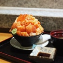 Mountainous bowl of raw salmon topped with salmon roe Sake Bakumori Don from @kotobukisg .