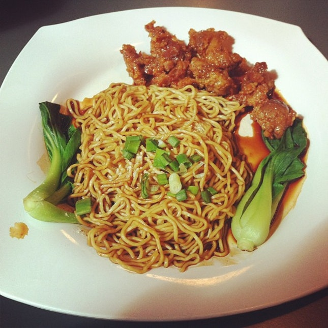 dry noodles with honey chicken