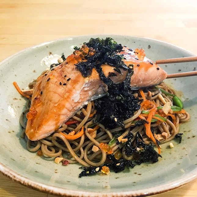 Salmon & Soba  The sous-vide salmon was tender and flaky that comes topped with roe, while the warm soba comes mixed with snow pea, edamame, carrot and red chilli tossed in peanut citrus teriyaki sauce, that gives the noodles a tangy and nutty taste in addition to being healthy!