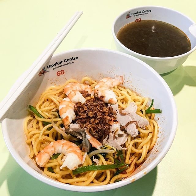 Traditional Dry Prawn Noodle from Yong Seng Heng Prawn Noodle (To Our Tampines Hub Part 9)  The noodles were chewy and when tossed with the sauce, become spicy and flavorful!