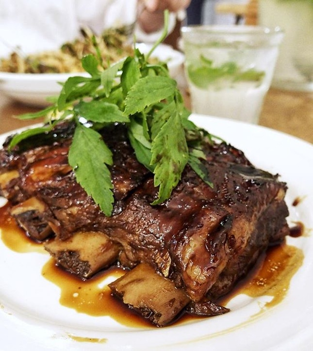 Immediately for the first time I fell in love with their Sticky Pork Ribs with kicap manis glaze and Nasi Ulam herbed crab rice.
