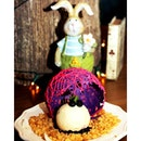 Have a mad tea party with your girlfriends in a wonderland-themed cafe with beautifully-decorated desserts such as this Bluebunny Egg (220 baht).
